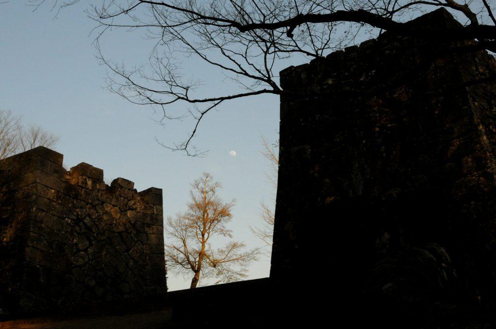 夕暮れ時の岡城