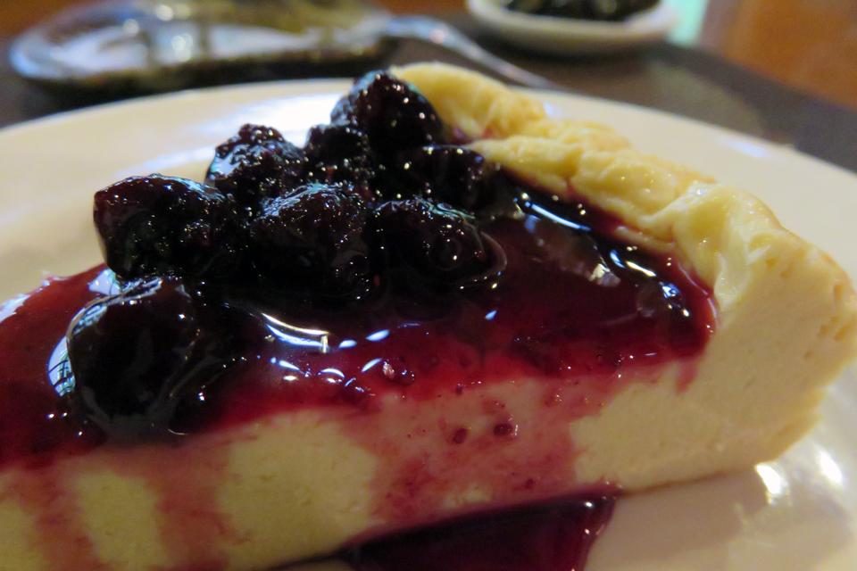 サリモスのブルーベリージャムがたっぷりの、手作りチーズケーキ