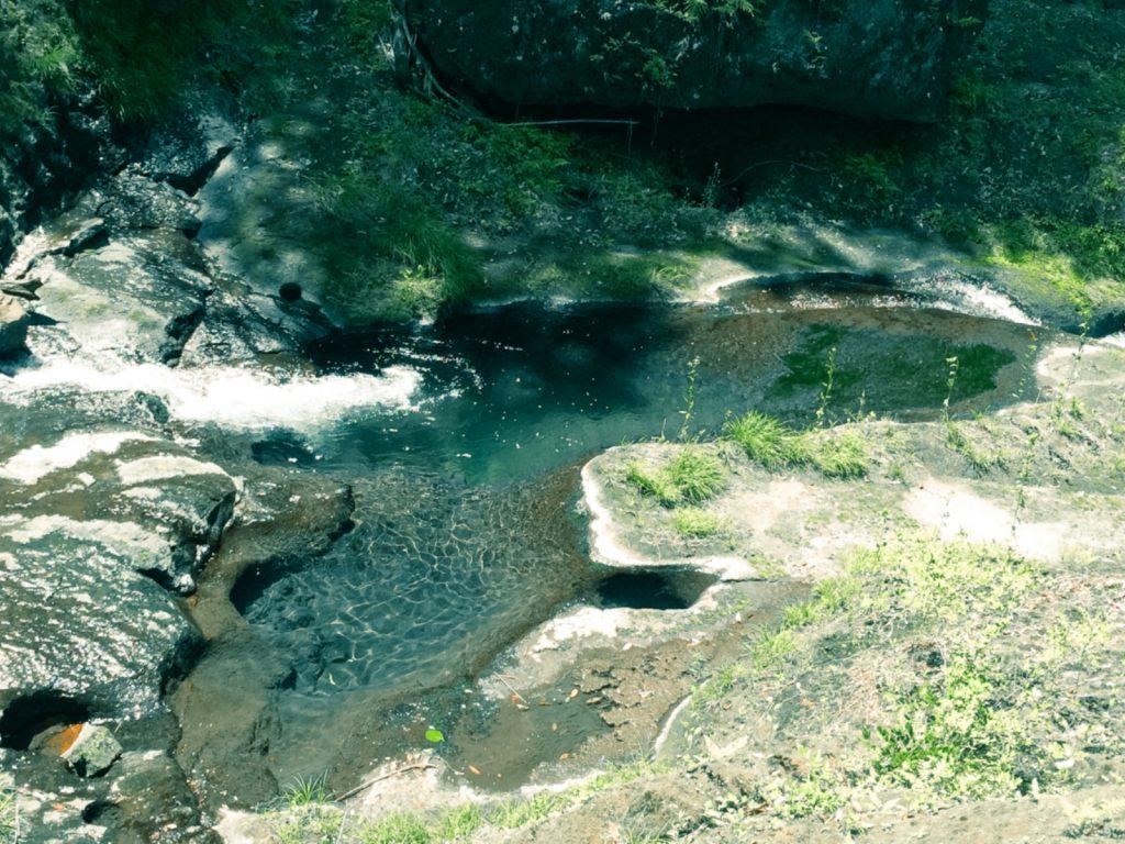 白水の滝下の淵