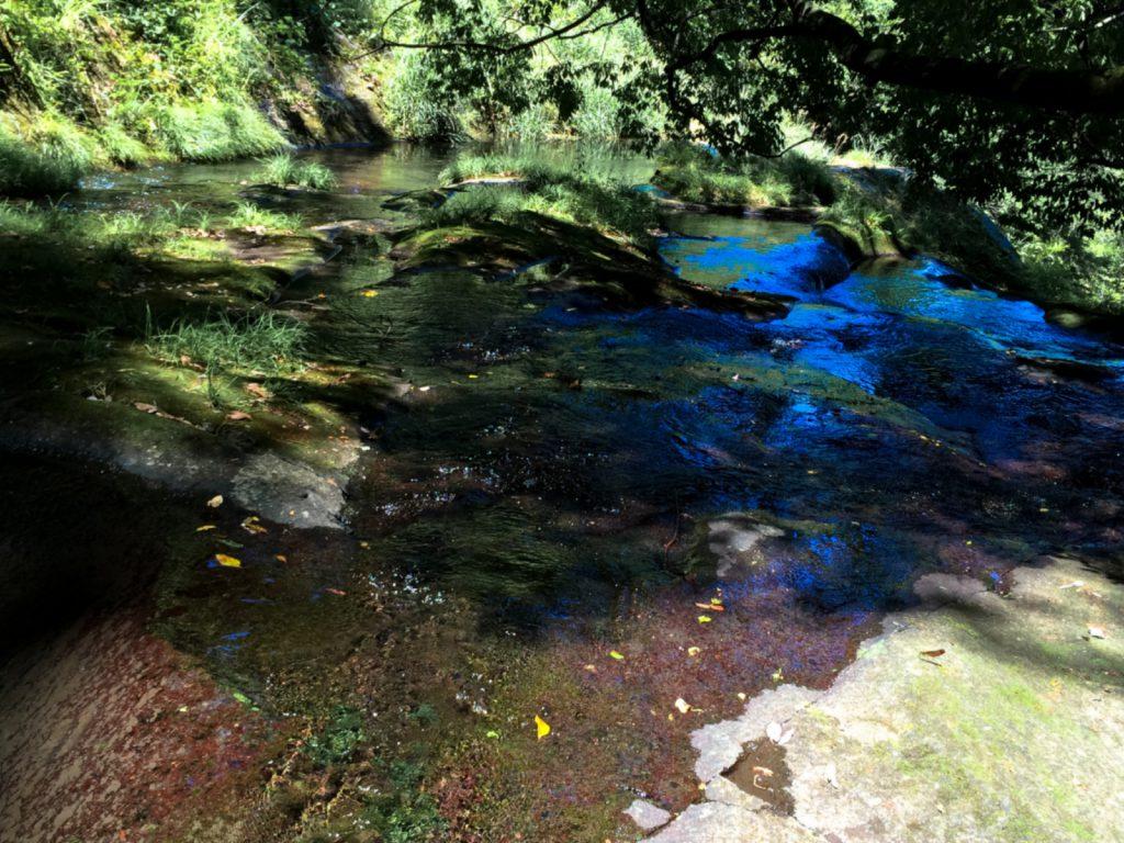 白水の滝下の「母滝」の上