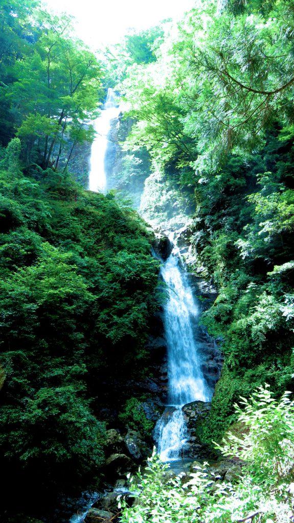 ヒイバチの滝写真
