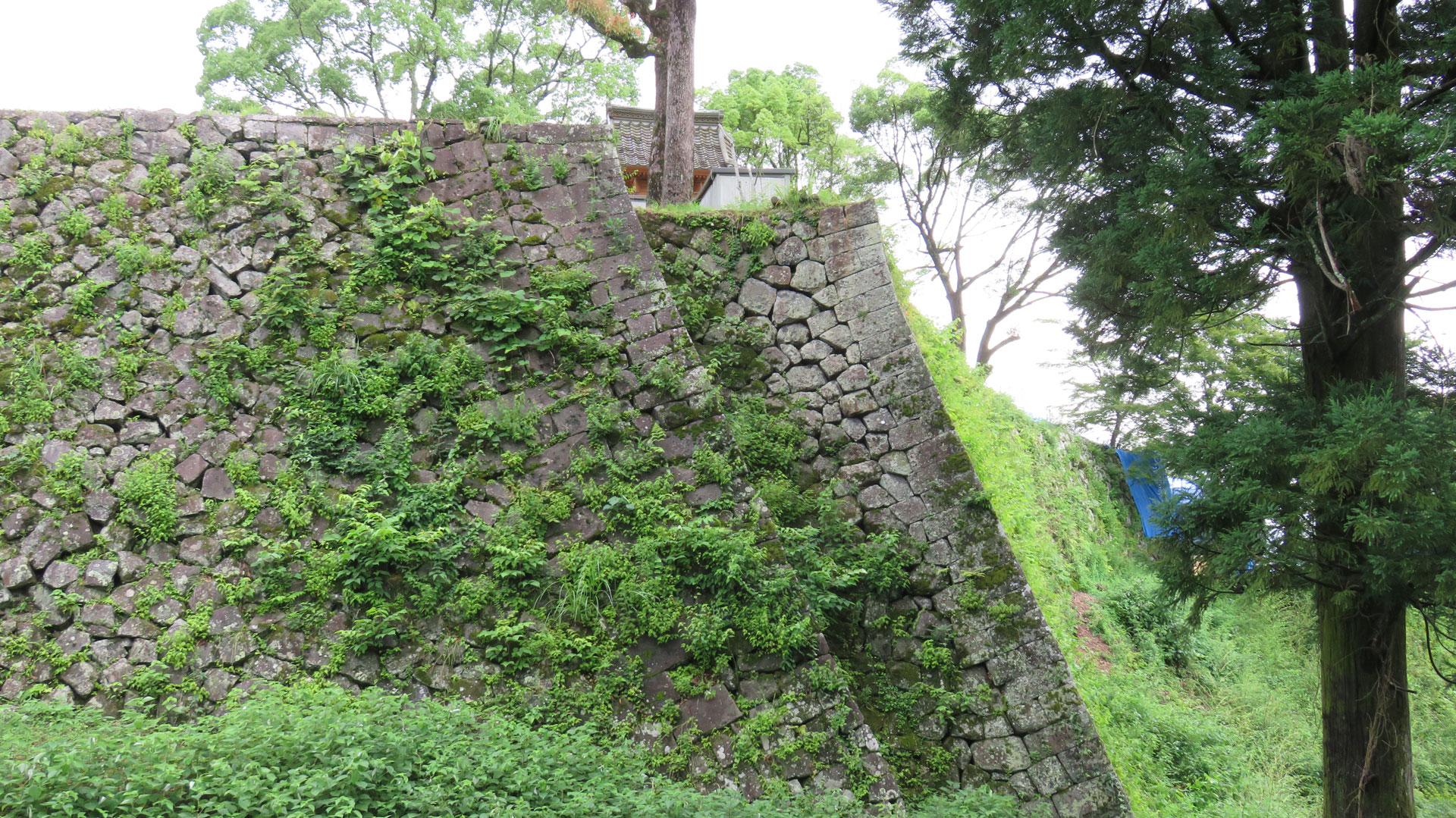 岡城本丸の石垣③「二重の石垣」(算木積)niju_1920_02