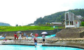 中洲の「中島公園」は古くから涼を求める人と釣り人が訪れ、竹田市の夏を賑わせている。