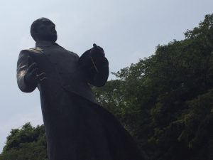 茶屋辻近くに生家のあった廣瀬武夫の像(竹田市立歴史資料館)