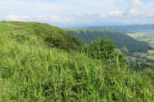 阿蘇大観峰付近、嵐JAL CMのロケ地から見た「外輪山」豊後方面