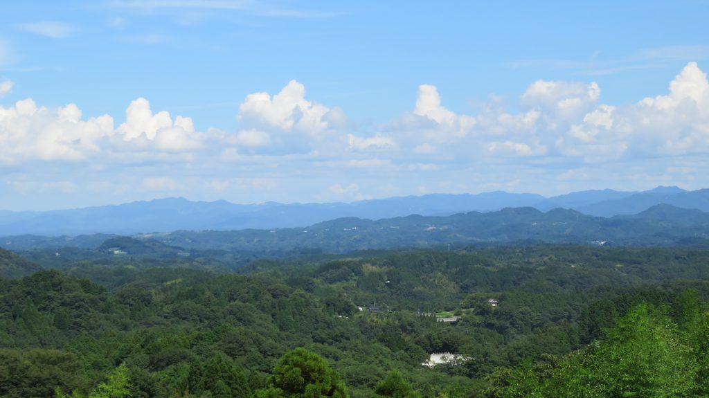 篠原目城付近の丘からは、南群衆が治める、主要な山城の殆どが見渡せる。
