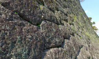 九州の観光名所 岡城 の 石垣