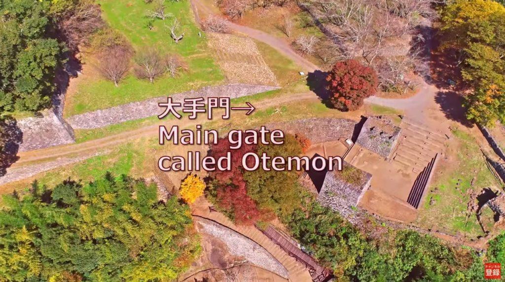 天空の秋陽が射す紅葉 岡城 ドローン映像4K 20181025 Okajou castle that was colored by Autumn leaves