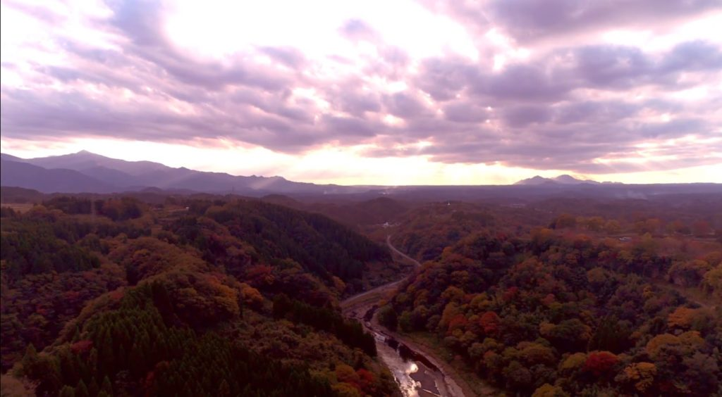 名峰祖母山、阿蘇山に囲まれている紅葉の岡城 Beautiful mountains surrounding Okajou castle, Mt.Sobo and Mt. Aso.
